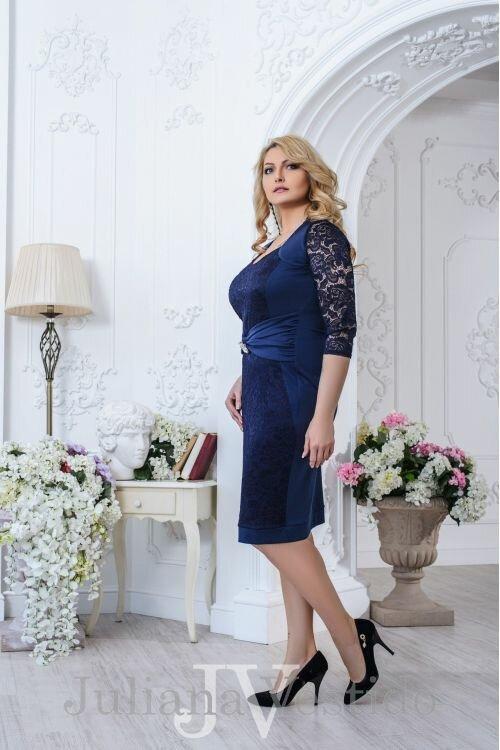 Платье с гипюром и брошью Марго синий арт.2708 большое размер
